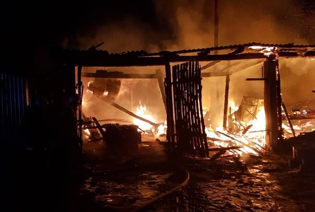 Do pożaru doszło w piątek o godz.19.35. paliła się stolarnia w miejscowości Górskie gm.Wyszki. Zdjęcia dzięki uprzejmości OSP KSRG Świrydy