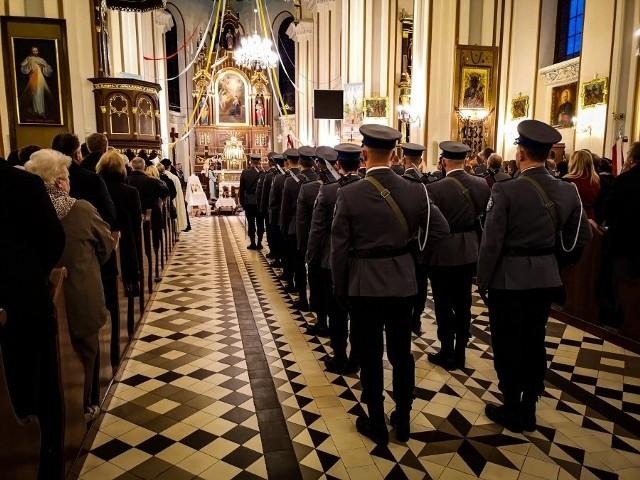 Z okazji wojewódzkich obchodów Święta Patrona Policji Św. Michała Archanioła odprawiona została uroczysta msza w kościele pw. Zwiastowania NMP w Dobrzyniewie Kościelnym.