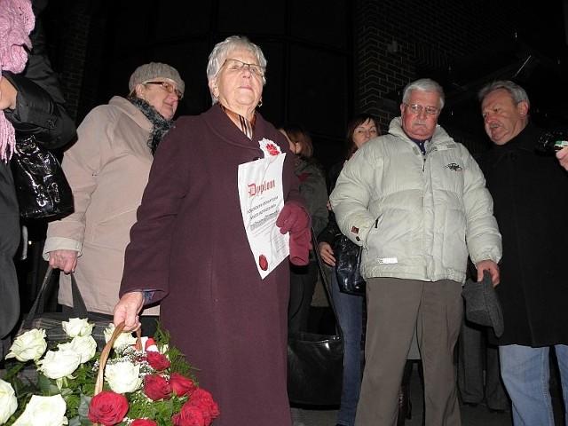 tytuł honorowego obywatela Inowrocławia otrzymała od swych znajomych, na kilkadziesiąt minut przed Grzegorzem Turnauem
