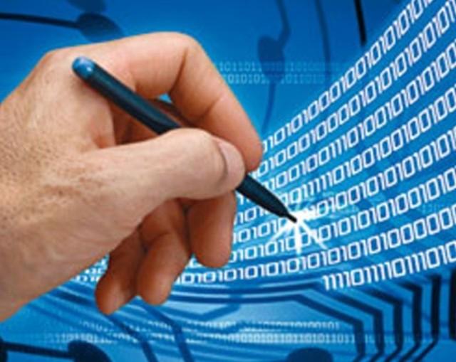 Od dzisiaj z podpisu elektronicznego muszą korzystać wszyscy przedsiębiorcy, którzy zatrudniają więcej niż pięć osób.