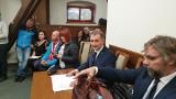 Protest antyszczepionkowców w obronie skazanego lekarza. Doktor Hubert Czerniak usłyszał wyrok od sądu lekarskiego w Łodzi 10.11.2019
