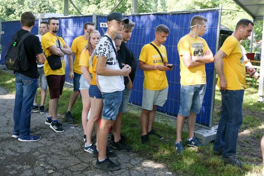 Zobacz strefę kibica nad Zalewem Zemborzyckim. Fani żużlowców Motoru Lublin wspólnie kibicowali w trakcie meczu we Wrocławiu (ZDJĘCIA)