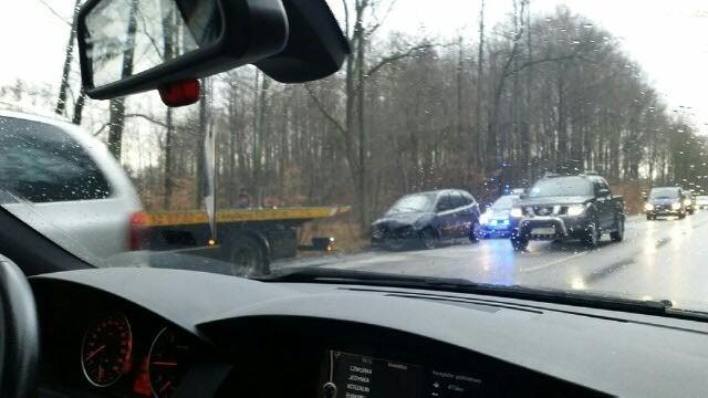 W wypadku w Mścicach zderzyły się trzy samochody.
