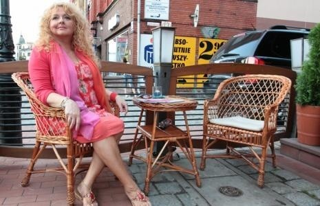 Magda Gessler na tarasie restauracji Stella Cafe w Lęborku.