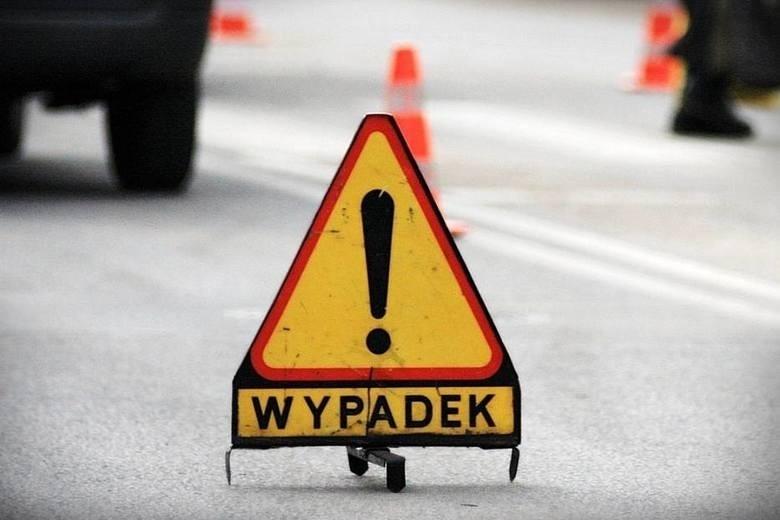 Podgórze. Wypadek trzech samochodów na DK 63. Cztery osoby ranne, droga zablokowana