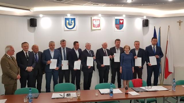 Przedstawiciele samorządów i władz województwa oraz Świętokrzyskich i Nadnidziańskich Parków Krajobrazowych spotkali się w Pińczowie w poniedziałek, 8 czerwca i podpisali list intencyjny.