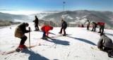 Beskidy: Mróz odpuścił, ale śniegu na stokach nie brakuje [WARUNKI NARCIARSKIE]