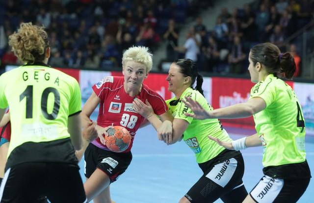 Katarzyna Duran (z piłką) zdobyła siedem bramek dla Pogoni.