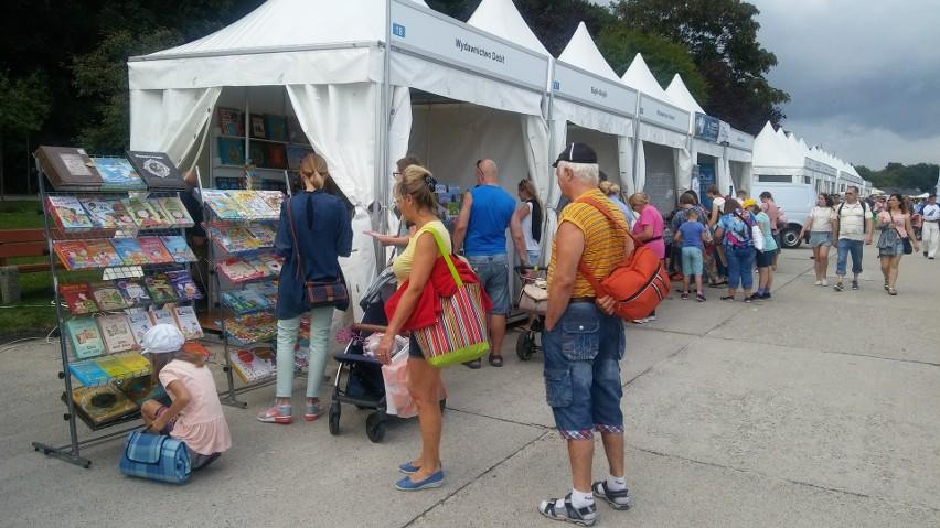 Świetni autorzy i tania książka - w Gdyni rozpoczął się plener czytelniczy