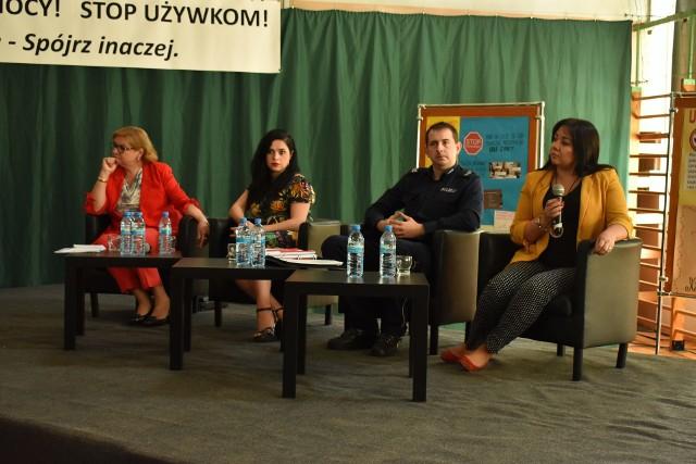 Ostrów Mazowiecka. Debata w Zespole Szkół nr 1 była poświęcona walce z używkami