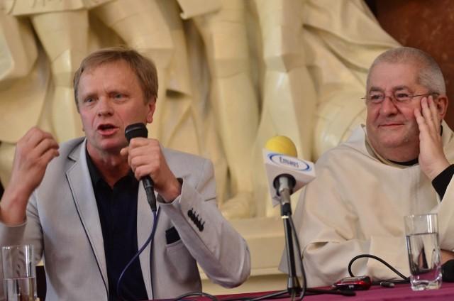 Jan Grzegorczyk i O.Jan Góra w podczas spotkania w Pałacu Działyńskich.