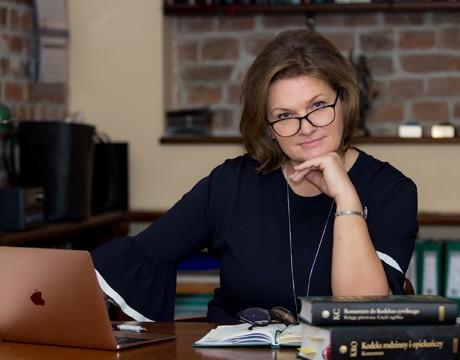 Mecenas Izabela Beszczyńska-Kowalska ubiega się o funkcję dziekana Okręgowej Rady Adwokackiej w Toruniu. Uważa, że obecnie głos adwokatury powinien być bardziej słyszalny, bo zamach na wolne sądy to zamach na demokrację. Czy jej zaufa palestra?