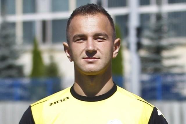 Miłosz Lewandowski ma 23 lata, 190 cm i 82 kg. Wychowanek Stali Rzeszó do tego sezonu nie mógł wywalczyć miejsca w między słupkami II-ligowca, dlatego dwukrotnie był wypożyczany do Orła Przeworsk - było to w sezonie 2009/10 i jesienią 2011 roku.