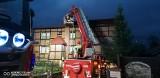 Pożar plebanii w Nożynie w pow. bytowskim 5.11.2020 r. Ogień gasiło 6 zastępów straży pożarnej. Ksiądz i rodzice sami opuścili budynek