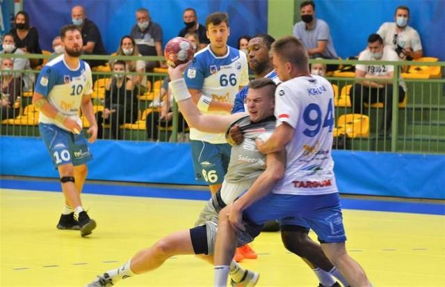 Nieliczni kibice mogli we wrześniu obejrzeć zacięty mecz  pomiędzy Stalą Mielec i SPR-em Tarnów. Po emocjonującej końcówce górą byli tarnowianie.