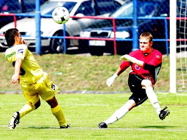 Bramkarz Damian Wójcik (z prawej) odszedł już z Pogoni. Portowcy mają w tym momencie w kadrze tylko dwóch golkiperów, więc szukają trzeciego.