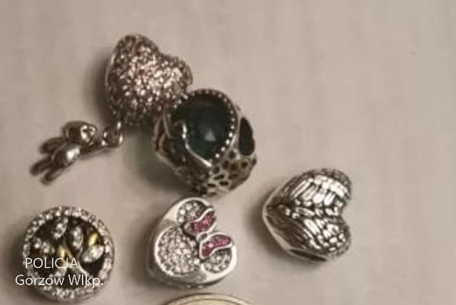 Podejrzany na chińskim portalu kupował biżuterię za kilkanaście złotych, na której były znaki towarowe światowego producenta