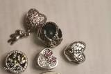 Kupował biżuterie na chińskim portalu i sprzedawał ją za krocie. Usłyszał... 339 zarzutów!