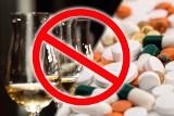Tych leków nigdy nie łącz z alkoholem. Możesz to przypłacić zdrowiem, a nawet życiem! [lista leków]
