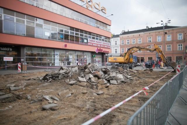 """Na placu przed Domem Handlowym """"Magda"""" ma być położona granitowa kostka"""
