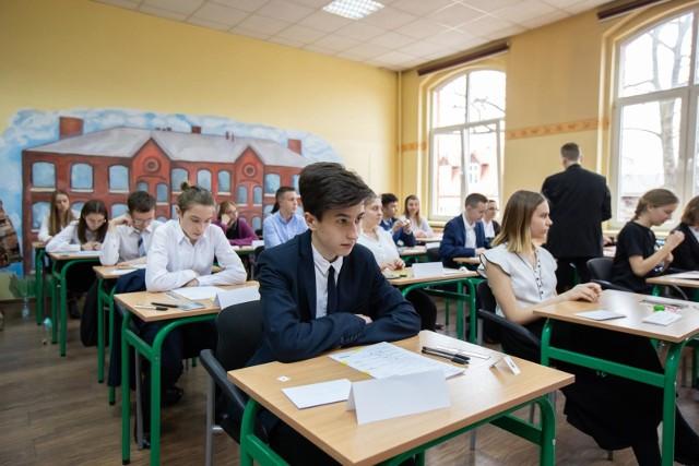 Dziś zdają języki obce. Jak zapewniają samorządy również dziś z organizacją egzaminów nie powinno być problemów.