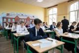 Egzamin gimnazjalny 2019. Matematyka nie była łatwa, ale dali sobie radę. A strajk trwa