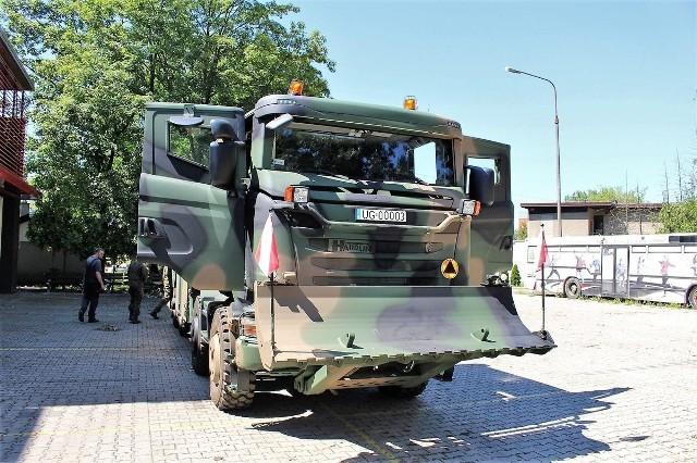Opolscy żołnierze przećwiczyli użycie nowego sprzętu wspólnie ze strażakami.
