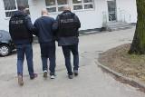 Napad na punkt zakładów sportowych w Toruniu. Wpadł, bo... rzucał w auta butelkami [zdjęcia, wideo]