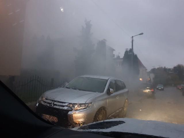 Kopci się i dymi na ul. Wybickiego w Słupsku. Interwencja straży miejskiej