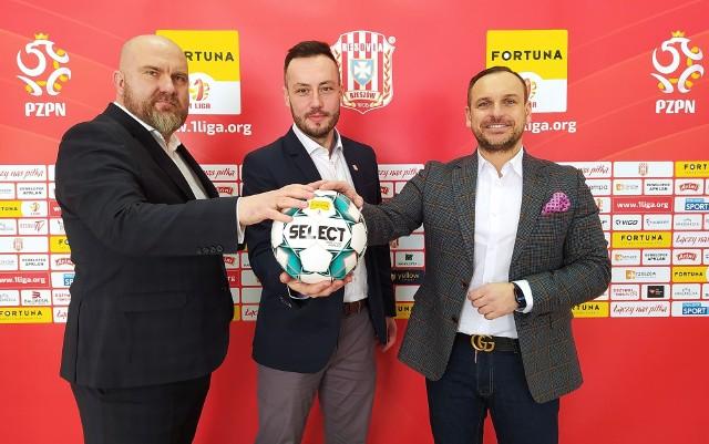 Wspólne zdjęcie przed konferencją - od lewej: Paweł Janda, Adrian Rudawski i Sebastian Zabłocki.