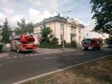 Pożar w banku w centrum Bydgoszczy - strażacy weszli z drzwiami