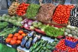 Ile kosztują produkty dla wegetarian i mięsożerców? Oto ceny mięsa i warzyw w sklepach, marketach i na straganie