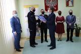 Zarząd Powiatu Włoszczowskiego przekazał pieniądze policji i straży pożarnej [ZDJĘCIA]