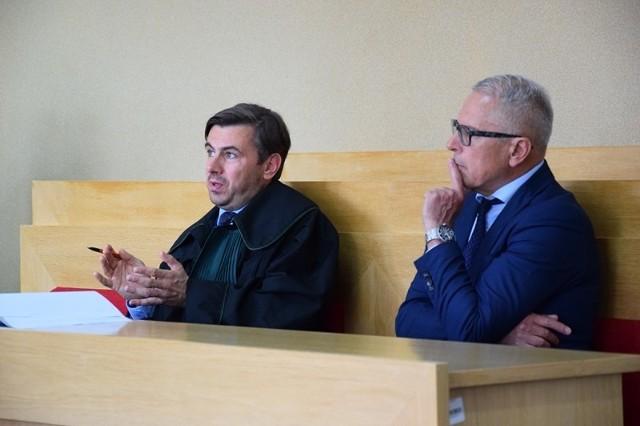 Proces prezydenta Zduńskiej Woli. Piotr Niedźwiecki oskarżony o przestępstwa urzędnicze