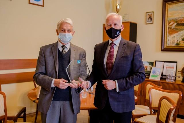 Janusz Malarz odebrał nagrodę za osiągnięcia sportowe od prezydenta Tarnobrzega Dariusza Bożka