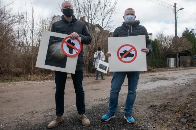 Stowarzyszenie Wolna Wola wysłało pytania do zarządu portu lotniczego - w ten sposób nadal protestuje przeciwko potencjalnym pokazom przy Muzeum Broni Pancernej w Poznaniu