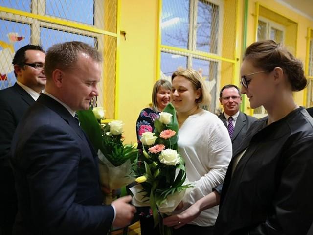 Wczoraj nastąpiło uroczyste przekazanie Aktu Założycielskiego Publicznej Szkoły Podstawowej w Gąskach.
