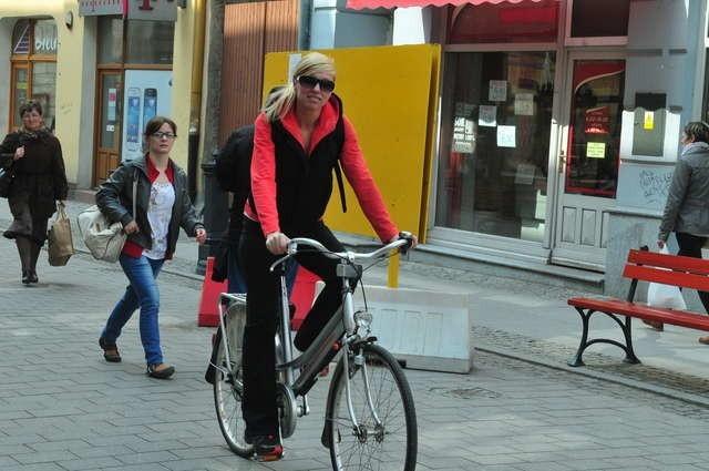 Pani Małgorzata najchętniej śmiga po uliczkach Chełmna, jednak w najbliższym czasie planuje skorzystać z szansy jaką dają znaki drogowe ulokowane od niedawna przy wjeździe na wał przeciwpowodziowy