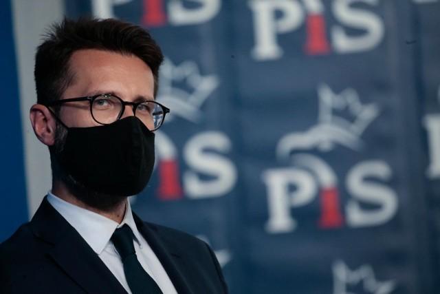 Podwyżki dla polityków. Fogiel: To jedyna grupa, która przy ogólnym wzroście wynagrodzeń w Polsce miała obniżone zarobki