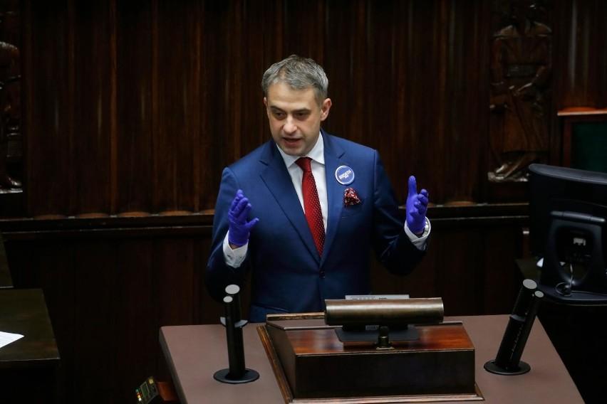 """Poseł Krzysztof Gawkowski proponuje, żeby dofinansowanie wymiany """"kopciuchów"""" wynosiło 100 procent."""