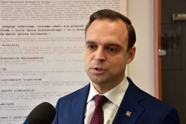 Nominacja dr. Tomasza Greniucha, byłego lidera opolskiego ONR na szefa IPN we Wrocławiu od początku budziła emocje.