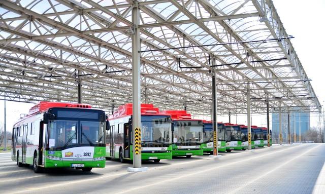 Nowa zajezdnia trolejbusowa MPK przy ulicy Grygowej. Trolejbusy parkują pod jedną z dwóch wiat zewnętrznych - ich łączna powierzchnia wynosi ponad 8800 mkw. Tylko na terenie zajezdni jest prawie 5 km trakcji