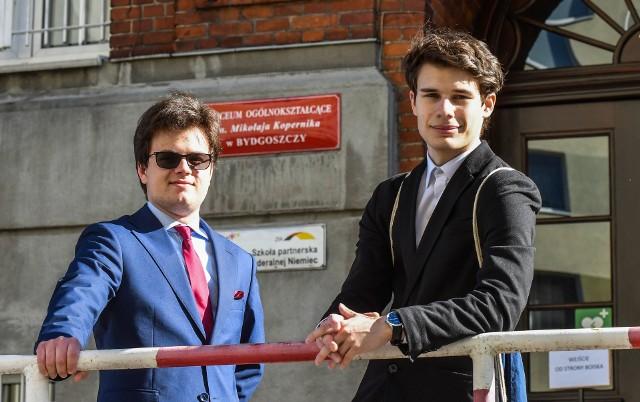 Mikołaj Cyganek (od lewej) i Maciej Kobusiński, maturzyści z II LO w Bydgoszczy, jeszcze przed egzaminem z biologii podkreślali, że będzie to jeden z najtrudniejszych przedmiotów, który przyjdzie im zdawać. I nie pomylili się.