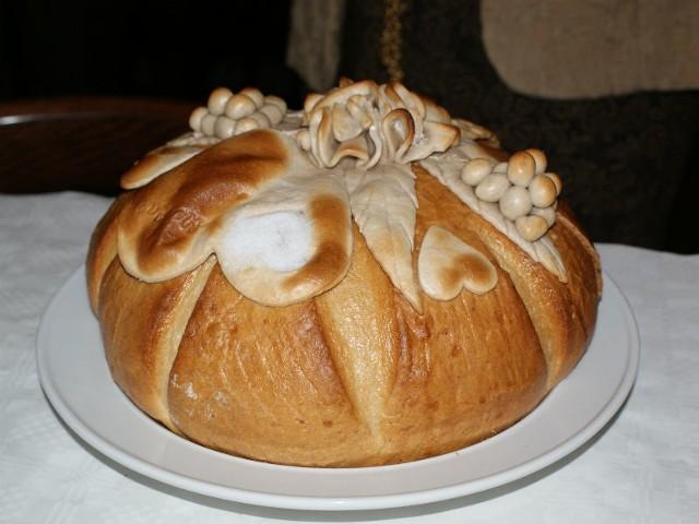 Powitanie chlebem i solą to wciąż żywa weselna tradycja