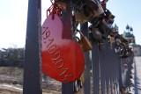 Poznań: Czy z mostu Jordana znikną kłódki zakochanych? We Wrocławiu podjęto decyzję o ich usunięciu
