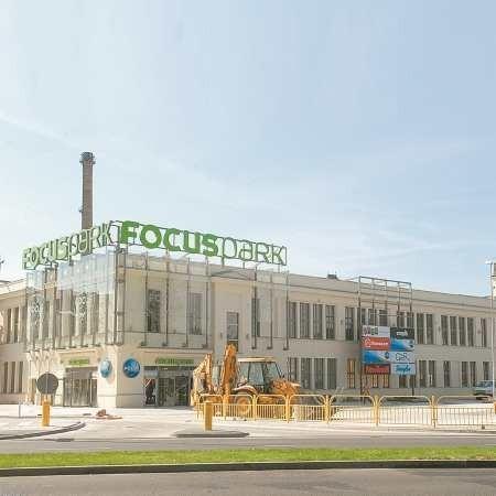 Focus Park to przede wszystkim sklepy. Dokładnie 100 nowych. Jedną z ich podstawowych zalet jest fakt, że zakupy można zrobić pod jednym dachem.