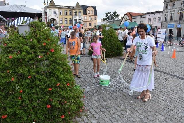 Pracownicy MOPS w Golubiu-Dobrzyniu prowadzą szereg działań prospołecznych. Na zdjęciu jeden z profilaktycznych pikników. Teraz MOPS w partnerstwie Fundacji Gospodarczej Pro Europa zrealizuje projekt związany z podnoszeniem kompetencji zawodowych 30 mieszkańców