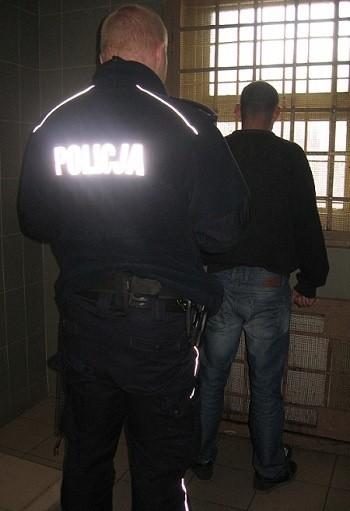 28-letni mężczyzna bez stałego meldunku trafił do aresztu.