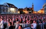 Władze miasta deklarują, że niepełnosprawni mogą wejść pod scenę podczas koncertów na rynku. Ochrona ma ich wpuszczać