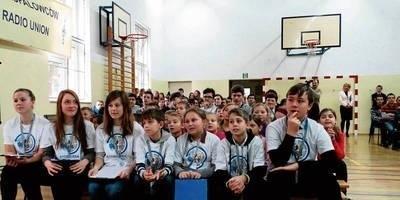 Uczniowie mieli tylko kilka minut na zadawanie pytań, zanim łączność z ISS nie została zerwana. Udało się ich zadać w sumie szesnaście. FOT. PAWEŁ CHWAŁ
